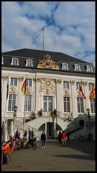 Bonner Rokkoko-Rathaus mit berühmter Freitreppe
