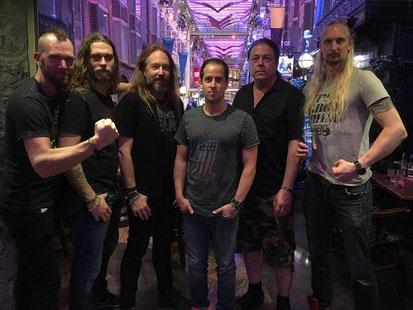 HammerFall mit Napalm Records Geschäftsführer Thomas Caser