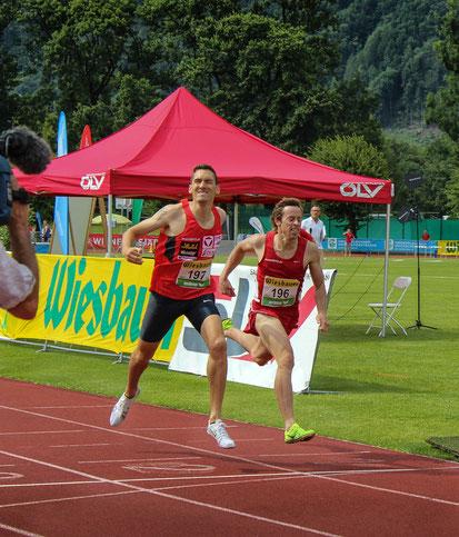 Packendes finish unserer Vereinskollegen Andi Vojta und Brenton Rowe über 1500m (Foto: Lauren Tonkin)