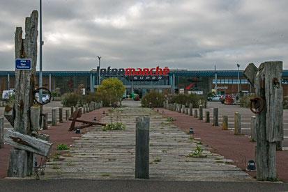 Supermarkt mit Meeresdeko; Intermarche; La Guariniera