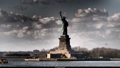 La statue, vue du ferry.
