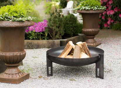 Classic Design runde Feuerschale im Garten
