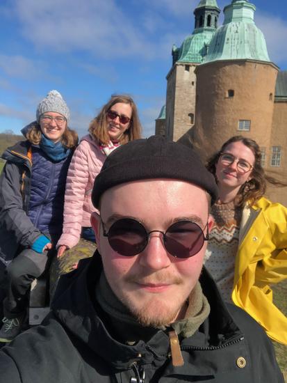 Konrad mit Sonja, Hannah und Clarita (v.l.) auf einem ihrer zahlreichen Entdeckungstrips durch Schweden
