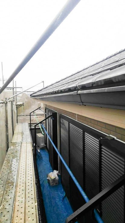 千葉市 蘇我 雨樋が雪の重みでゆがむ1