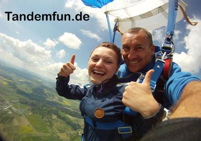 Fallschirmspringen Amberg-Sulzbach Oberpfalz mit Tandemfun Edi Engl