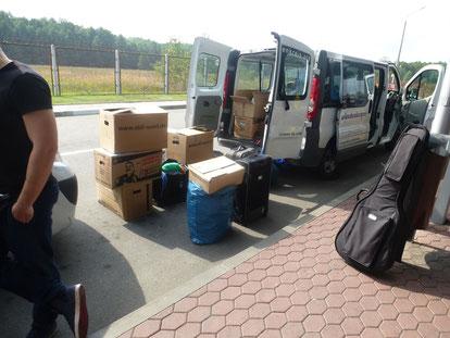 Mit 162 kg Plüschtieren kamen wir nicht über die Grenze nach Weißrussland. Wir mussten nach Polen zurück und ausladen.