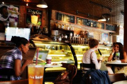 Coffeeshop in USA Werbung und Werbeschild