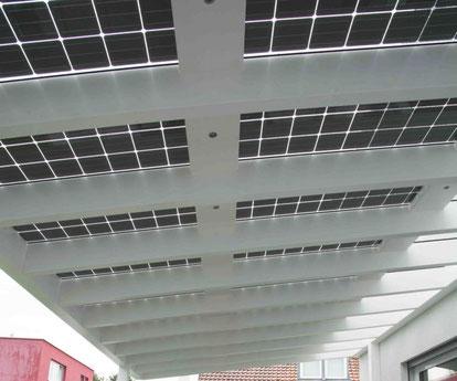 Solarglas Module auf dem Terrassendach