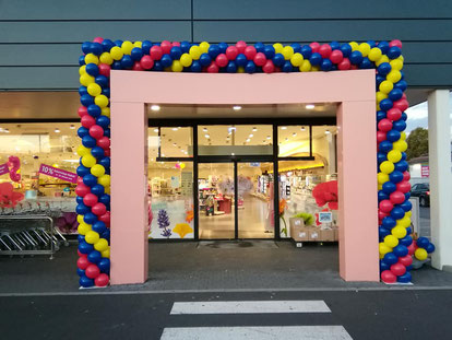 Luftballon Ballon Bogen Dekoration Firmenevent Neueröffnung Jubiläum Erlenbach am Main dm drogeriemarkt Eingang Girlande