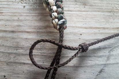 Die abgeknipsten und verschweissten Enden und der erste Knoten für die Krähenlocker stehen an.