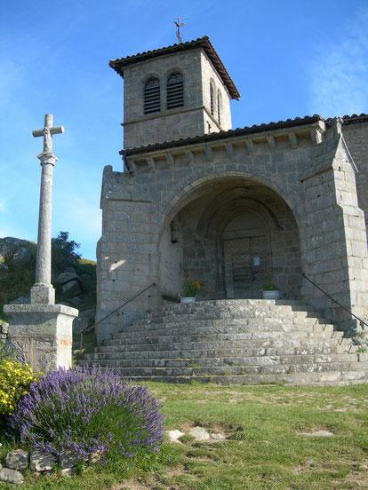 2- Croix de l'esplanade de l'eglise