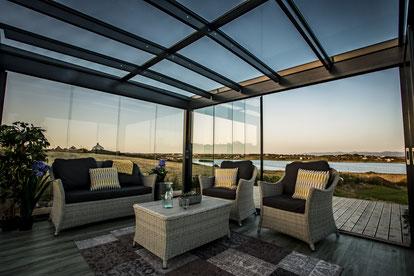 Solarlux Überdachung Glasdach Outdoor living Garten Sitzgruppe Garten Terrasse Terrassendach