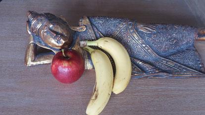 Zum Frühstück esse ich immer Obst. (mindestens 3 Portionen)