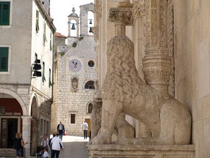 MAG Lifestyle Magazin Kroatien Dalmatien Urlaub Reisen Adria Sibenik Nationalparks Kathedrale Hl. Jakob Juraj Dalmatinac Festung St. Nikolaus Game of Thrones Speisen Corona Coronavirus