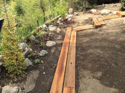 園路と石組みと植栽