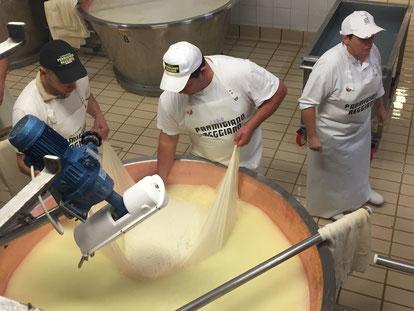 パルミジャーノレッジャーノチーズ工場