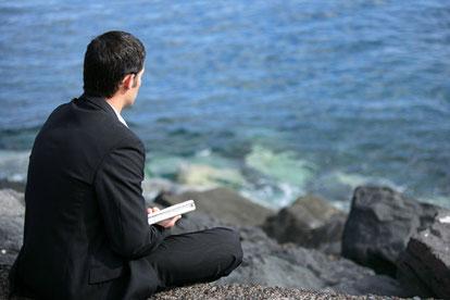 Stress und Einsamkeit in Zeiten von Covid 19: Achtsamkeit und Meditation kann den eigenen Umgang damit verändern wegezumsein.com