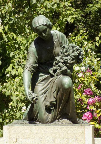 Rosenstreuende Grabmal Leipzig Bild: Susann Wuschko