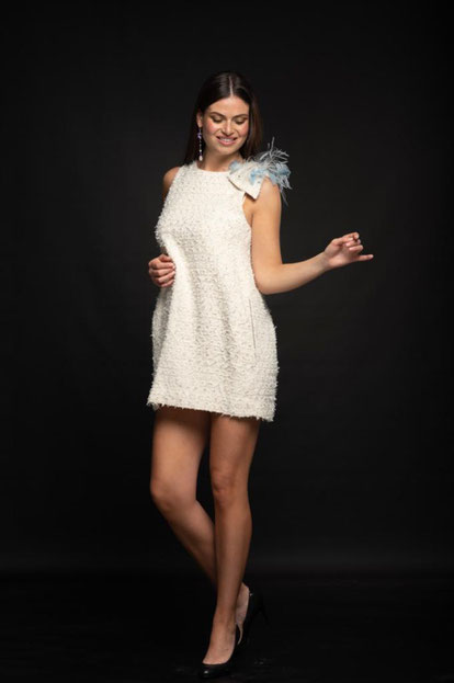 #robe créateur #robeblanche #robefaconchanel #faconchanel #soireeblanche #robemariage #robemariagecivil #robecocktail #robesurmesure #creatricedemodefrancaise #robechanel #plumes #robeélégante #robecréateur #mode