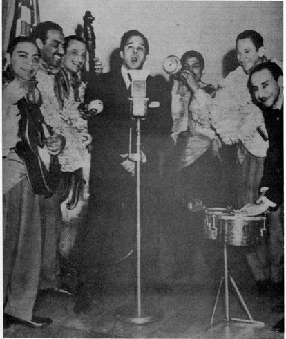 """Luis """"Lija"""" Ortíz, Yayo El Indio, Sarrail Archilla, Miguelito Valdés, Celso Vega y Chago Alvarado  - Programa Viva América CBS, New York - 1945."""