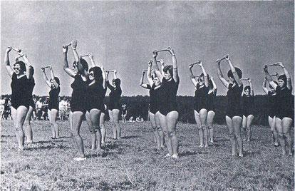 Frauengymnastikgruppe beim Sportfest
