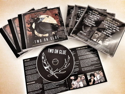 CD-Präsentation von Two on Glue
