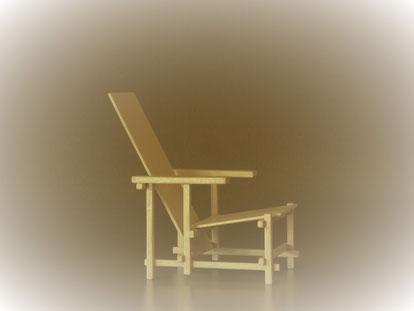Die weiße Version des Miniaturstuhls, in Rietvelds Design