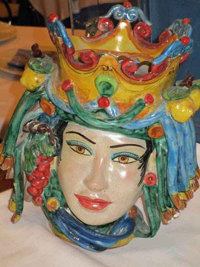 Keramikfigur im Restaurant. Der Kellner erzählte uns die Geschichte, die wir später nochmal nachgelesen haben.