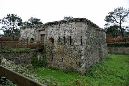 Festungsgebäude am Pointe de Espagnols