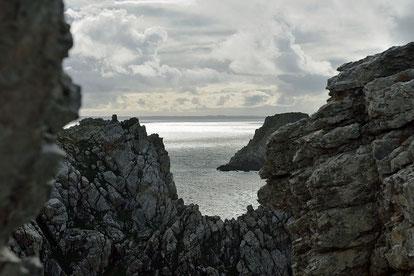 Die Felsen laden zum Klettern ein.
