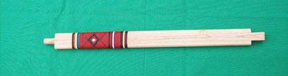 Pfeifenstiel einer Zeremonialpfeife, Stiel aus Eschenholz, Umwicklung mit Quill (Stachelschweinborsten)