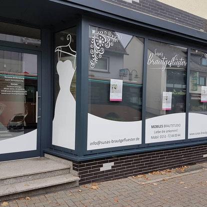 Schaufensterbeschriftung für einen Brautladen mittels Folienplot
