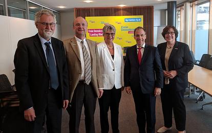 Dr. Hackenberg (Kaufm. Vorstand), Prof. Dr. Förstermann (Wiss. Vorstand) Prof. Dr. Pfeiffer (Med. Vorstand) Hahn (Pflegevorstand)