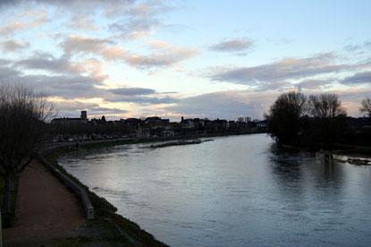 Vue sur Digoin depuis le pont enjambant la Loire, frontière naturelle entre Allier et Saône et Loire, entre Auvergne et Bourgogne.