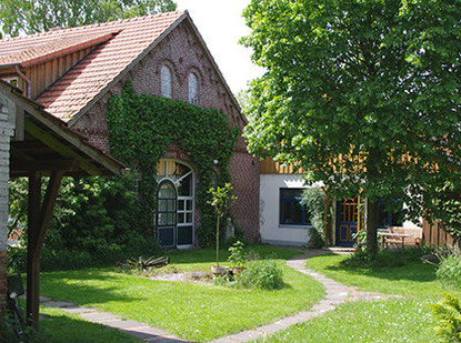 Zum Hunnenberg 10: Sitz des Vereins, Atelier- und Seminarraum, Beratungsangebot
