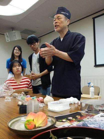[유명한 화과자 장인 타치가와 상, 이 문화체험을 마이니치신문이 취재해 가 기사가 났습니다.]