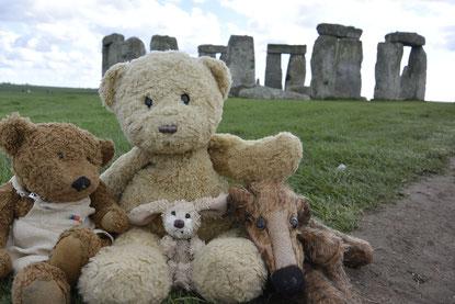 Kasimir, Cäsar, Fredi und Kerl in Stonehenge
