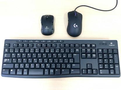 無線キーボードと2台のマウスの画像