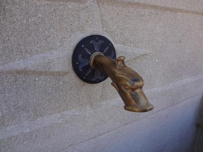 fontaine-pierre-bec-rosace-taille-embiez-paul-ricard-var-83-vente