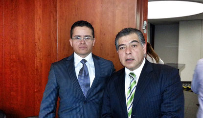 Con el Presidente de la CONDUSEF, Mario Di Costanzo, hablando de los castigos para los despachos de cobranza poco éticos