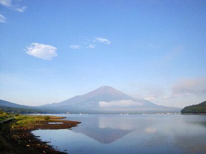 世界遺産の富士山が逆さまに写ってるよ