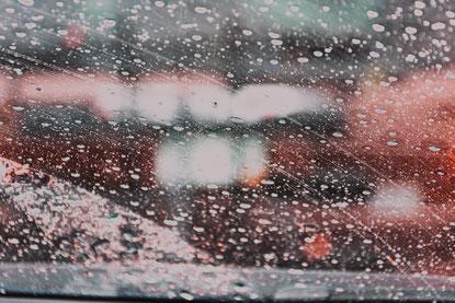 verregnete Scheiben im Auto