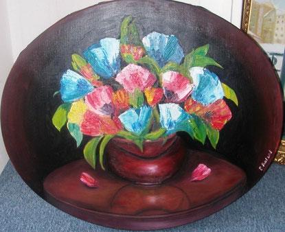 reflet du vase sur la table, peint en finesse, et bouquet au couteau