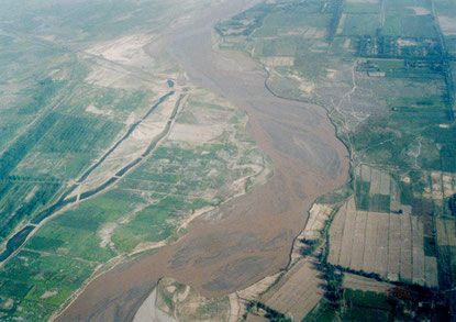 Hotan river runs along the farmlands.  Photo by T. Ishiyama.