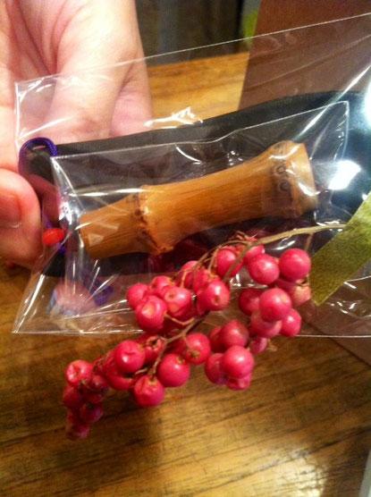 コレでわかりますかね? 普通は竹では作らないんじゃないかな? 初めて見たし、。