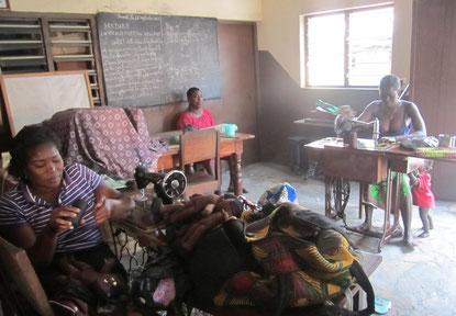 Puppenmanufaktur in Lomé
