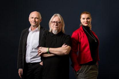Der Künstler und das Team. v.l.n.r. Uwe Claassen, Klaus Kipfmüller, Lenita Claassen, Foto von Markus Edgar Ruf www.markusruf.de