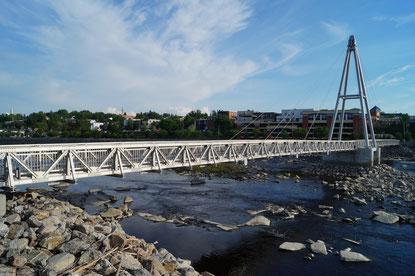 Rührreibgeschweißte Fußgängerbrücke über den Petite Decharge River in Alma, Quebec, Kanada