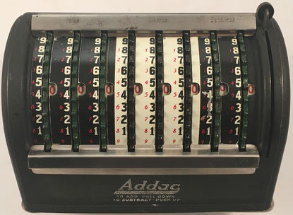 ADDAC (Accurate Adder and Subtractor), s/n 7224, fabricada por Addac Co., Houseman Building in Grand Rapids, Michigan, año 1925, 20x13x15 cm