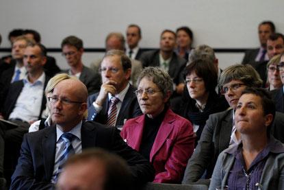 Gespannte Zuhörer verfolgen die Podiumsdiskussion | © www.schmitt-photodesign.de